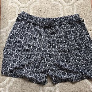 Style & Co cute black & white patterned shorts